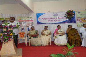 Dr.P.B.Jaju-Introducing-the-Guests-of-Adbhut-matrutva-CME-Workshop-on.jpg