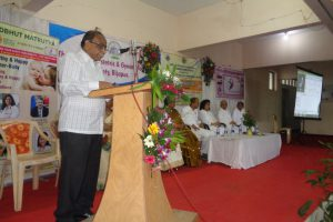 Dr.P.B.Jaju-Welcoming-Guests-delegates-of-Adbhut-matrutva-CME-Workshop.jpg