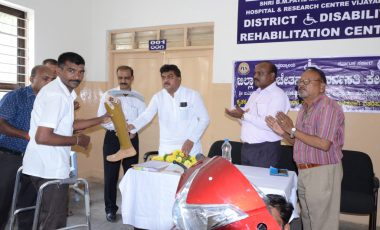 Free-distribution-Motorized-Tricycles-to-PWDs-of-Babaleshwar-constituency-under-Grant-in-aid-from-Dr.-M.-B.-Patil-M.L.A.-Babaleshwar-Constituency.-1.jpg