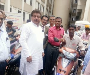Free-distribution-Motorized-Tricycles-to-PWDs-of-Babaleshwar-constituency-under-Grant-in-aid-from-Dr.-M.-B.-Patil-M.L.A.-Babaleshwar-Constituency