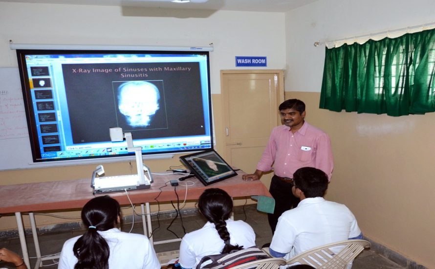 Seminar Demo Room State of the art with Visualiser (Document Camera), Interactive Panel,Live Surgery Streaming